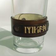 Kožna narukvica sa utisnutim natpisom sa Kilijeve runske amajlije