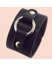 Kožna narukvica sa metalnim prstenom