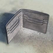 Minimalistički muški kožni novčanik sive boje - No 02