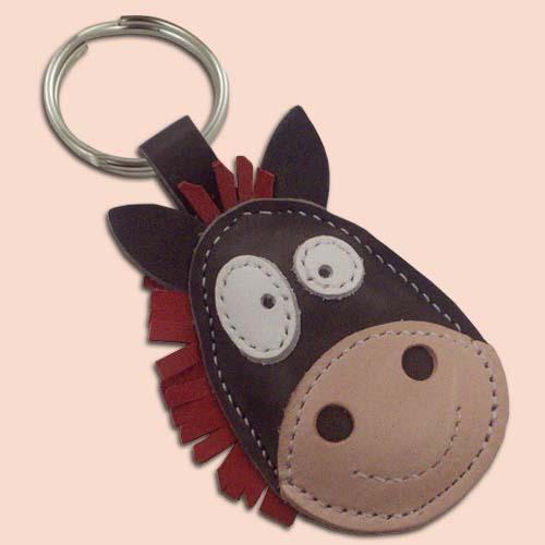 Konj kožni privesak za ključeve tamno sivi