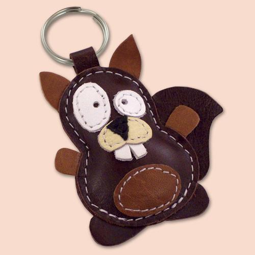 Veverica kožni privesak za ključeve