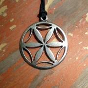 Livena ogrlica sa simbolom boga Dažboga