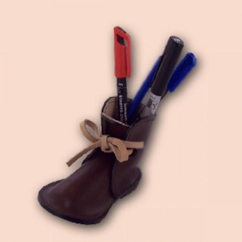 Kožna cipelica - stalak za olovke (braon)