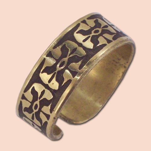 Prsten od mesinga sa cvetićima